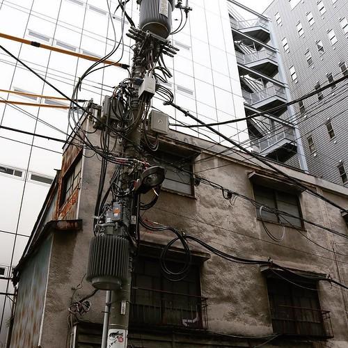 神田にはまだこんな電柱が残ってるんだ。