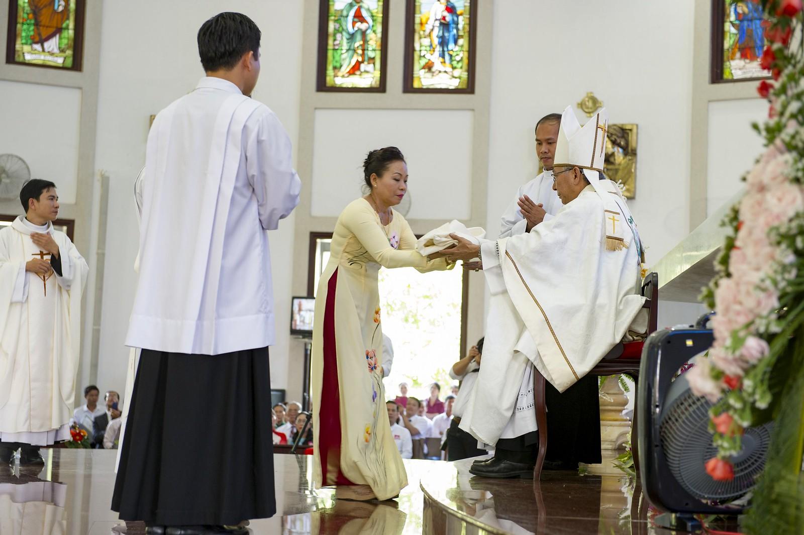 Giáo phận Bà Rịa: Thánh lễ Truyền chức Linh mục 2017 - Ảnh minh hoạ 15