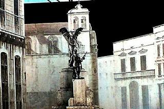 Noicattaro. Monumento piazza front