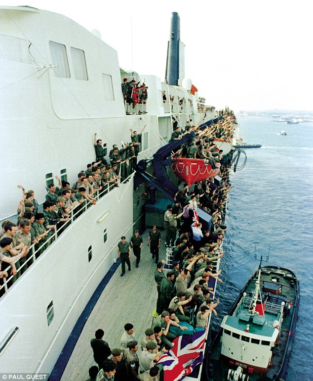 QE2 returns to The Solent following the Falkland Islands War, June 11, 1982.