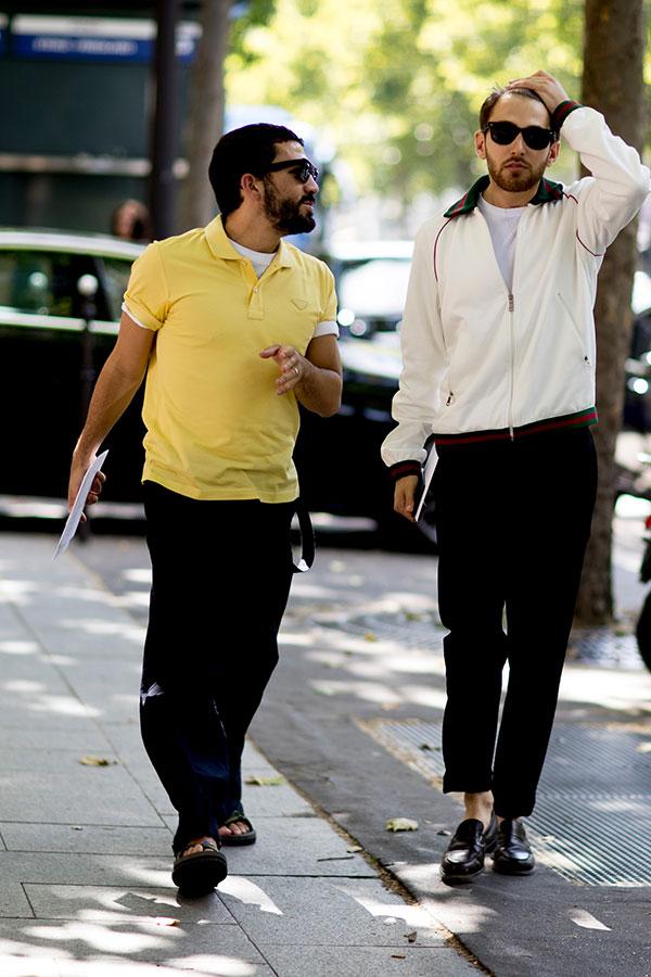 イエローポロシャツ×白T×黒パンツ×サンダル&白ブルゾン×白T×黒パンツ×黒ローファー