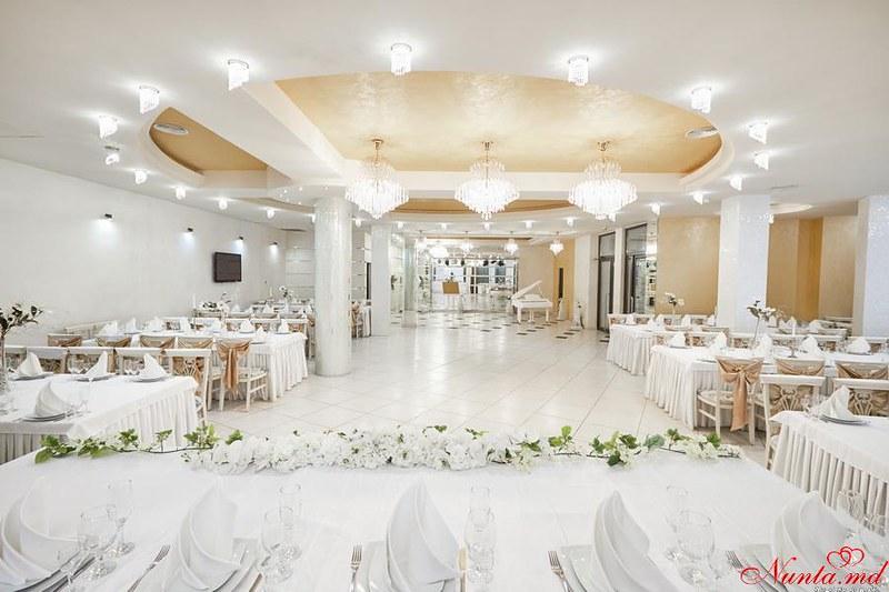Restaurantul Vila Nouă > Foto din galeria `Sala Mare`