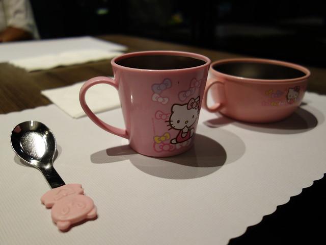 超可愛的 Hello Kitty 不鏽鋼兒童餐具@高雄喜達絲飯店