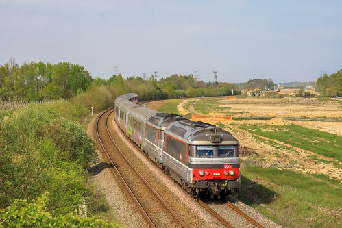 17 avril 2013 BB 67445-67431 Train 3835 Nantes -> Bordeaux Aubie-St-Antoine (33)
