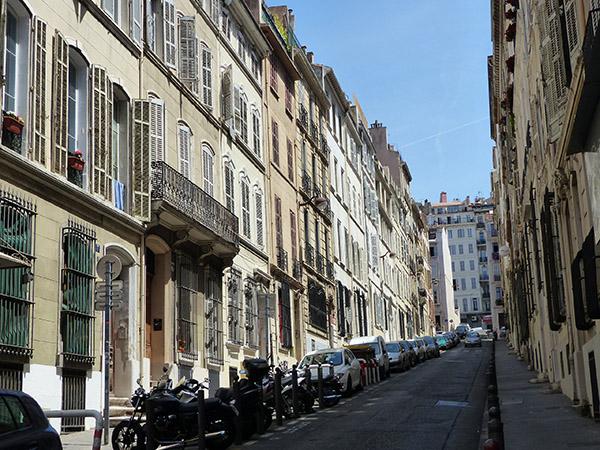 une rue qui monte