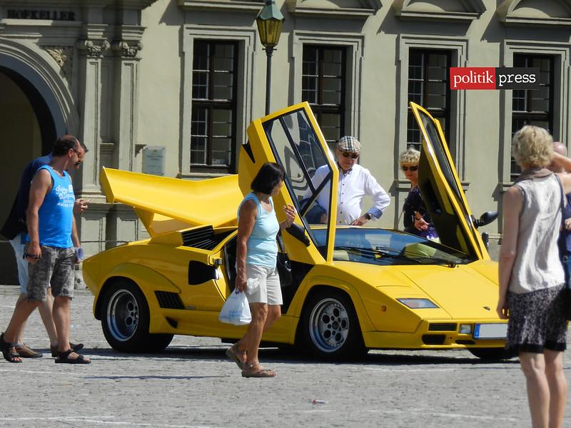 Lamborgini amarilla