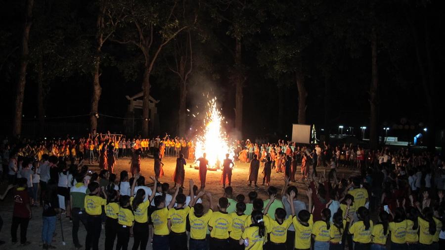 Đêm lửa trại Junior tại Làng Sông