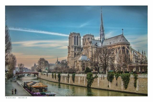 Cathédrale Notre-Dame de Paris from Quai de Montebello.