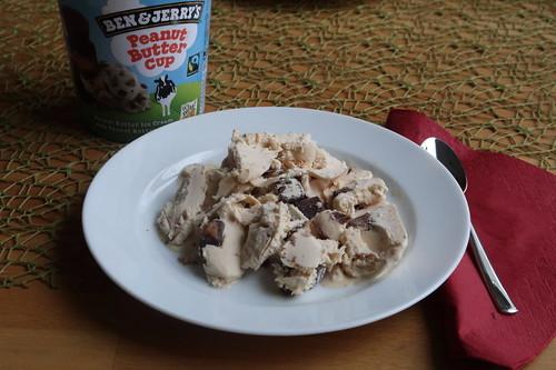 Peanut Butter Cup (= Erdnussbutter-Eiscreme mit Peanut Butter Cup Stücken) von Ben & Jerry´s