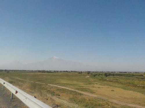 アララト山。アルメニア人の心のよりどころ。なおトルコ領。