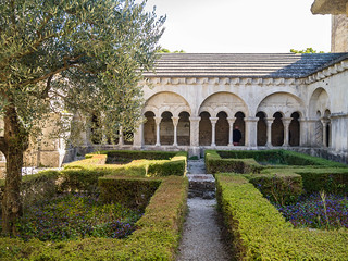Kreuzgang an der Cathédrale Notre-Dame-de-Nazareth