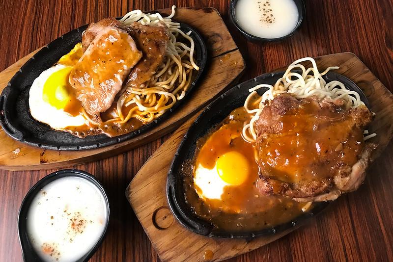 [美食] 台南 吉鶴牛排 花園夜市旁~ 豬排70元!平日也能吹冷氣吃夜市價位牛排!