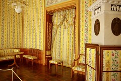 Queen Luise used this room after Frederick William's Death. It is also thought that Napoleon I slept here the night before entering Berlin