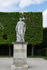 Portrait of a statue in vertical format - Parc de Sceaux, France