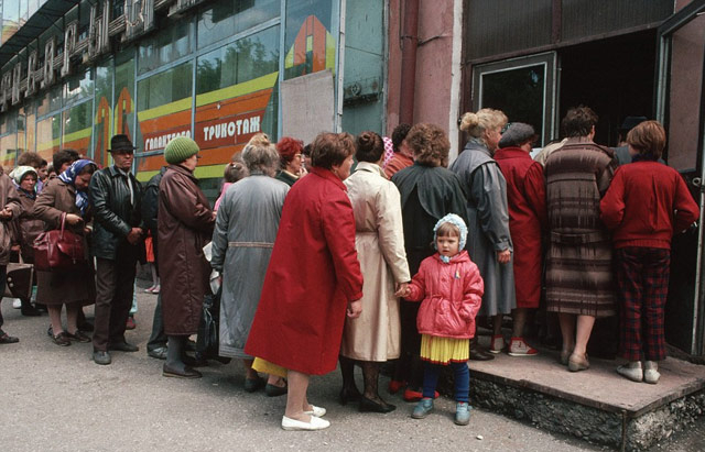 Bread lines in Moscow, 1984