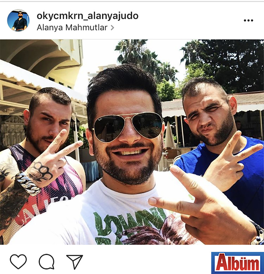 Judo antrenörü Okay Camkıran, Adana'dan gelen misafirleriyle birlikte bu özçekimi paylaştı.