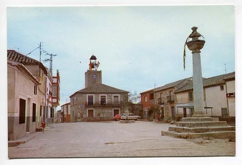 Mazarambroz (Toledo) : plaza y ayuntamiento
