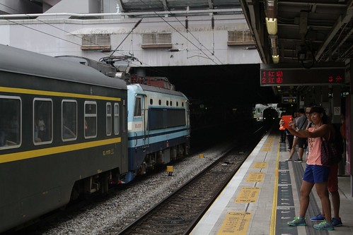 Someone else gets a photo of SS8 0181 leading a northbound Through Train express through Sha Tin station