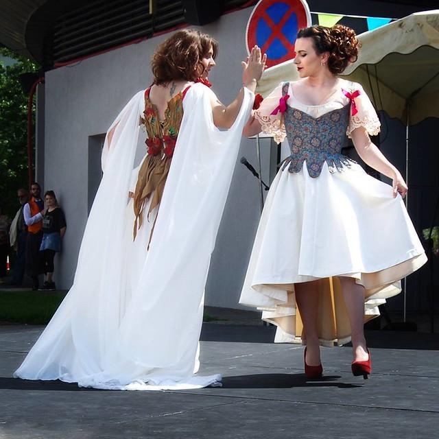 Défilé dansé avec Lutine Piqueplume, mai 2017