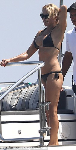 Pamela Anderson Flaunts Sexy Body In Black Thong At Beach