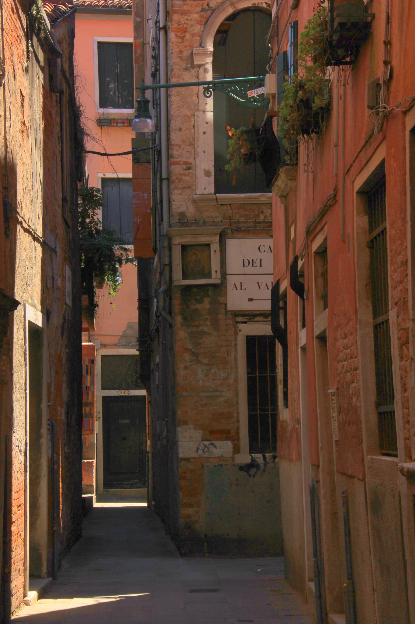 Quiet shaded back lanes of Venice