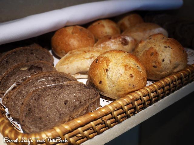 ambassador-hotel-aqua-lounge-buffet (26)