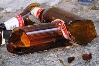 Noicattaro. Vendita di bottiglie in vetro front