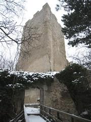 IMG_8546 3-edged tower of Ruin Rauheneck. Der dreieckige Turm der Ruine Rauheneck, 24.1.2010