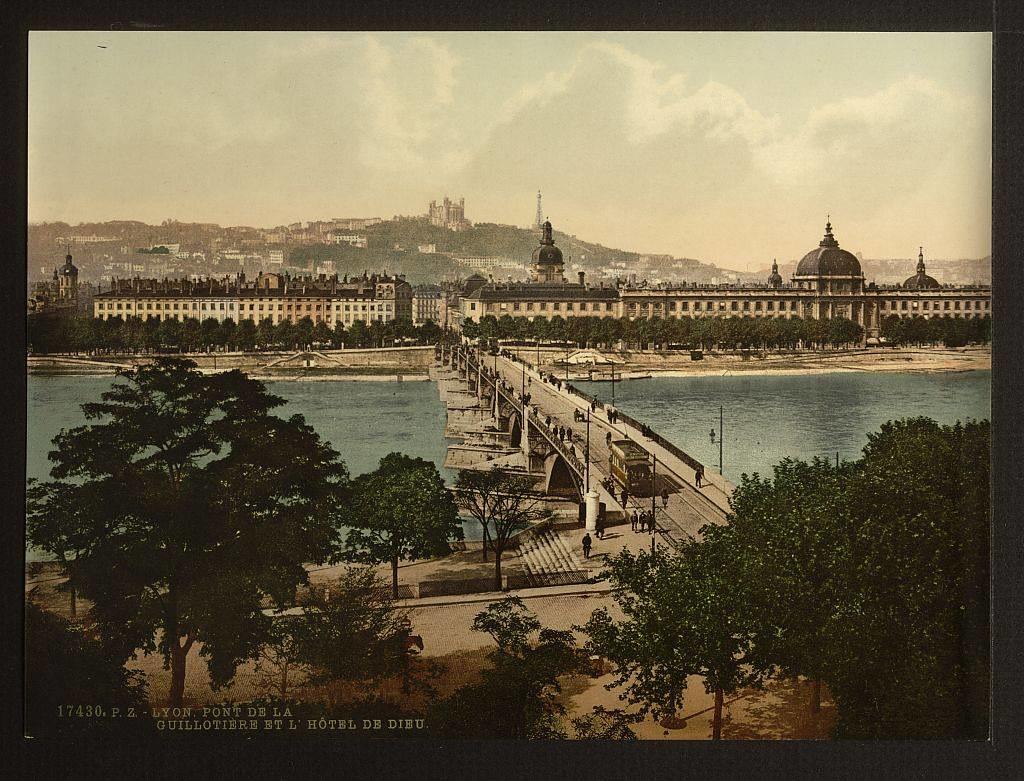 Pont de Guillotière à Lyon en 1900.