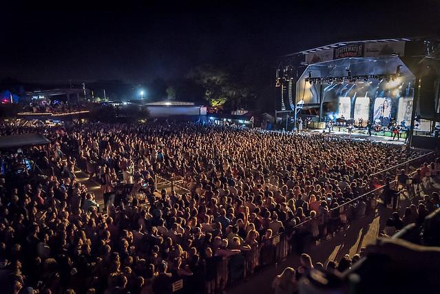 Miranda Lambert crowd