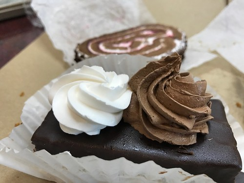 6 Foodie Finds in Detroit: New Yasmeen Bakery