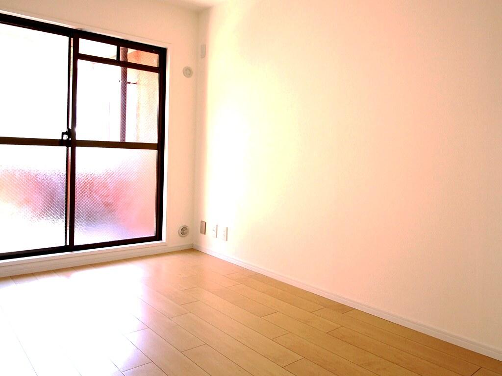 リノベーション後・リビングルームの横の洋間の居室