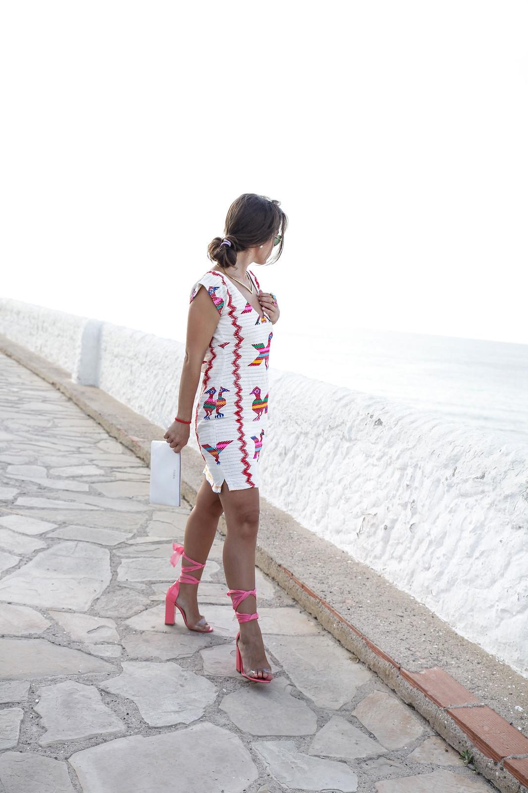 vestido boho sexy con tacones rosas theguestgirl