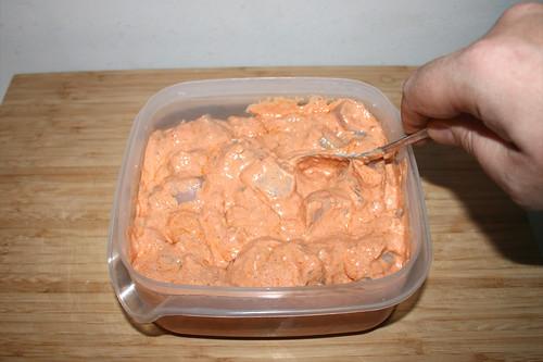 33 - Hähnchenbrust  mit Marinade vermischen / Mix chicken dices with marinade