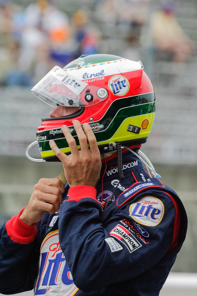 Max Papis puts on his helmet before climbing into his Team Rahal car at the 2001 CART race at Portland International Raceway