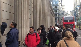 Bank of England queue for new 10 pound note