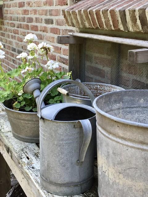 Zinken emmers gieter landelijke tuin