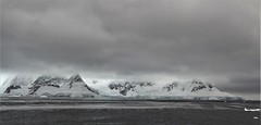 A Color Picture of the Antarctic Coastline. Feb. 2016.