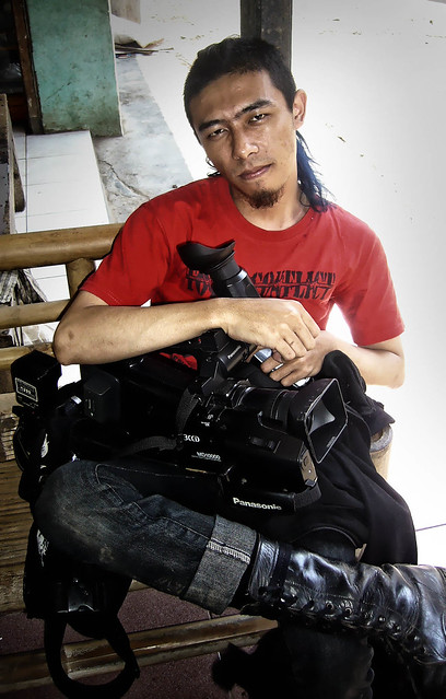 Videographer man, Panasonic DMC-FX9