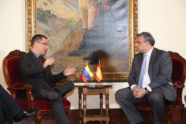 Após tentarem retirar líder opositora do país, Venezuela notifica diplomatas europeus