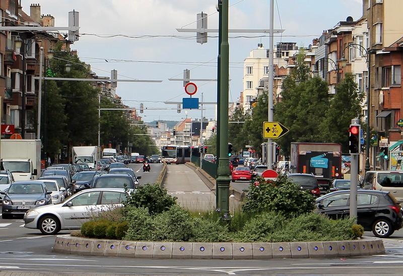 Brussels street - bus lane in middle