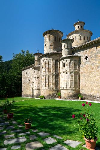 polithea trikala monastery chapel church view sun sunshine old architecture sigma1750 nikon nikond3400 orthodox cross grass clean