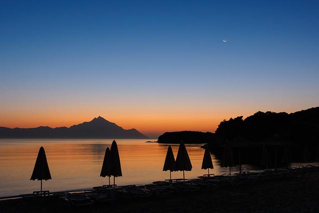 Sunrise meets moonset