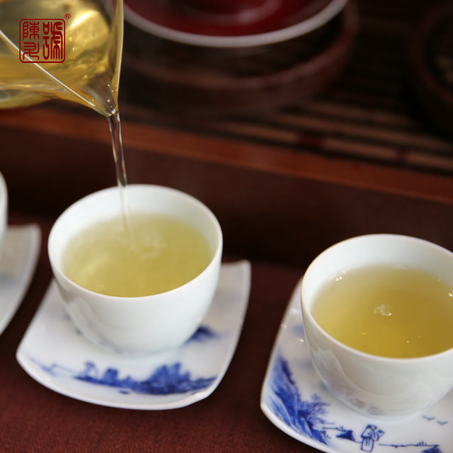 Free Shipping 2015 ChenSheng (Zhen Ming Green Cake) Beeng Bing 357g YunNan MengHai Organic Pu'er Raw Tea Sheng Cha Weight Loss Slim Beauty