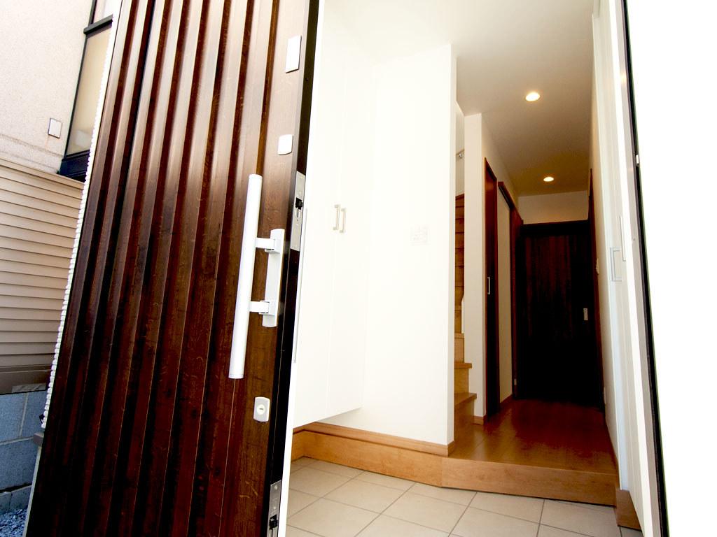 玄関/オープン・外側から内側