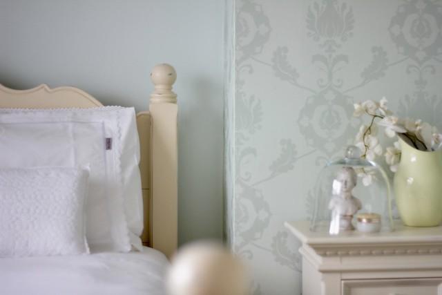 Brocante bed mintgroen behang