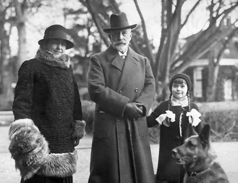 The Kaiser with his second wife, Hermine, and her daughter, Princess Henriette, 1931