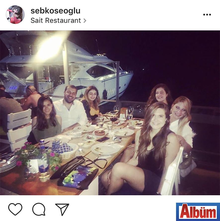 Şebnem Köseoğlu, Sait Restoran'da Koç Üniversitesi'nden arkadaşlarıyla keyifli bir akşam geçirdi.