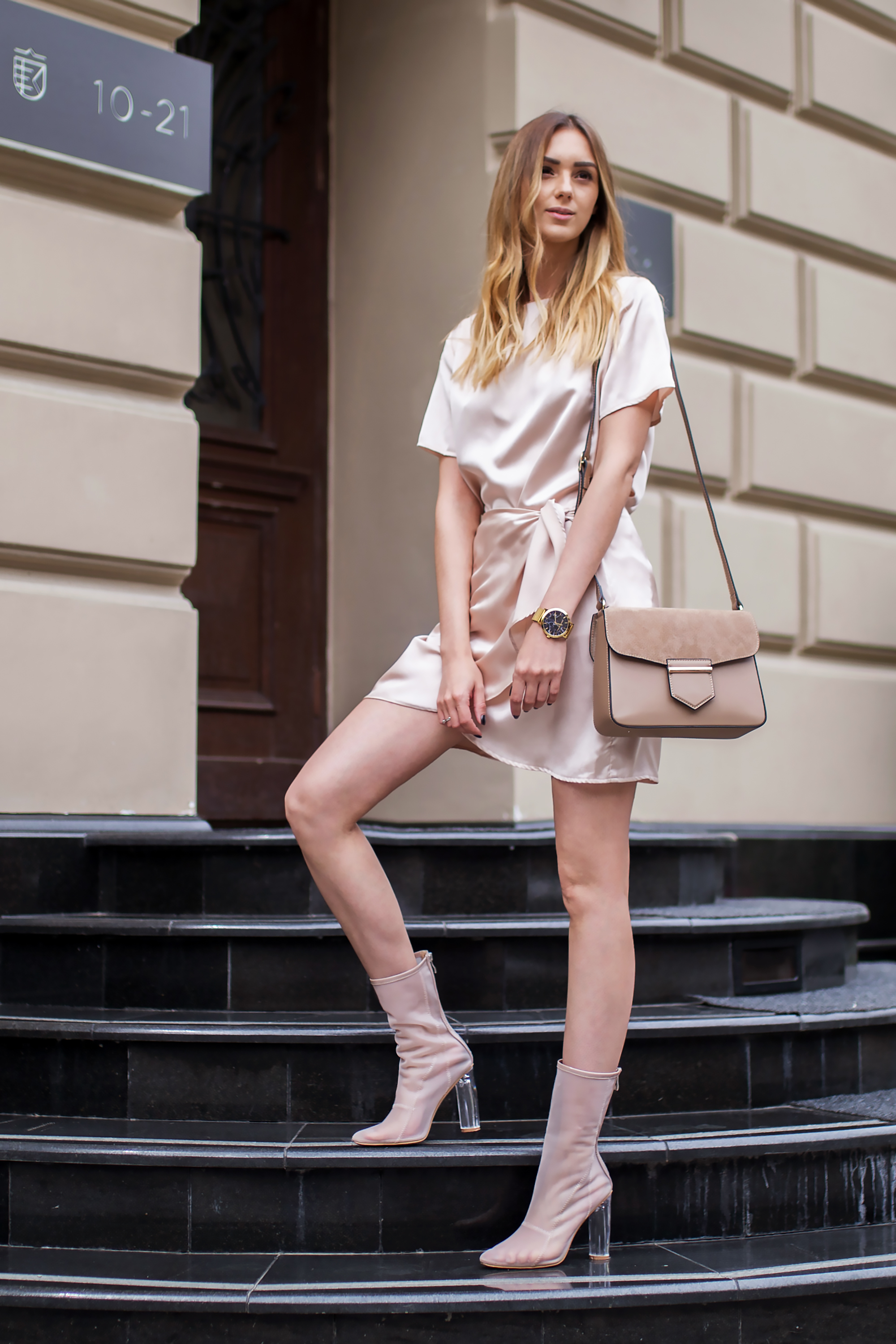 fashion-blogger-clear-boots-mesh