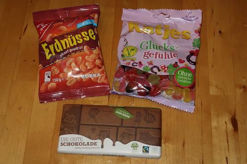 """Pikant gewürzte Erdnüsse, vegetarische Fruchtgummi """"Glücksgefühle"""" und """"Die gute Schokolade"""""""
